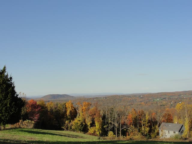 Secluded Farm/Ski House, sleeps 6+ - Vernon Township - Hus
