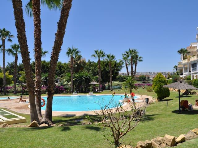 Golf Hoyo 18: Luxury Apartment in Alicante Golf