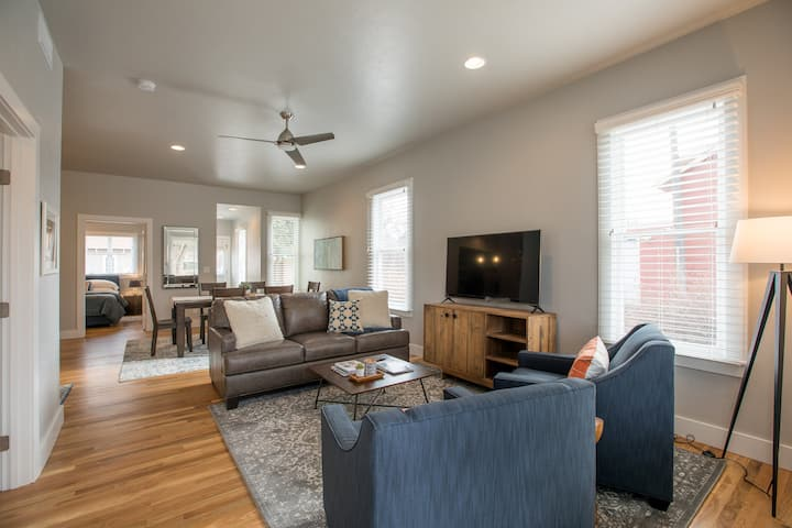 Luxury Modern Cottage * Perfect for CSU Families ✅