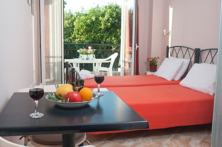 """Olive grove studio"" just 200m from the beach"