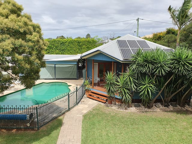 Quiet and private cottage in Graceville