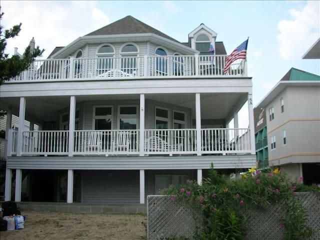 Dewey Duplex Practically on the beach! - Dewey Beach - Huis