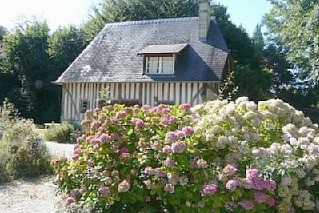 Charming 17th c cottage in Normandy - Branville - House