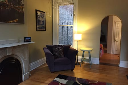 Private apartment close to stadiums and downtown.