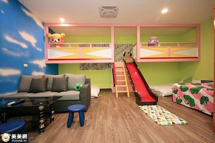 親子溜滑梯房可入八人 - Yuchi Township - Bed & Breakfast