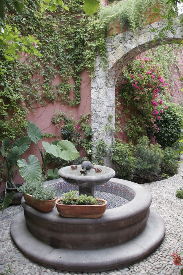 Your view as you enter Casa Bella...the fountain and arch.