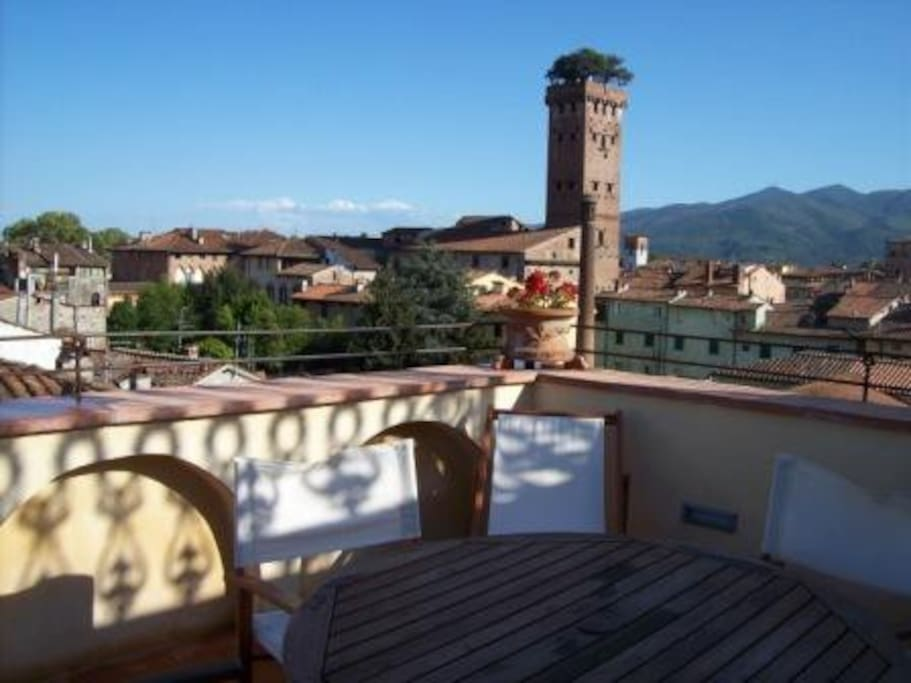 Terrace and fantastic  Guinigi'sTower view before sunset