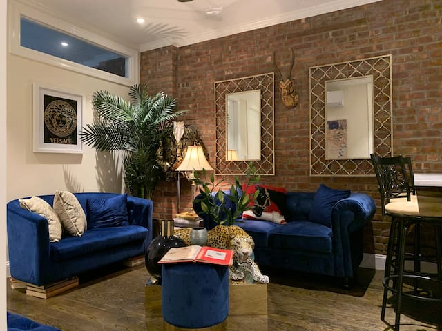 Chic Private BR in Upper East!