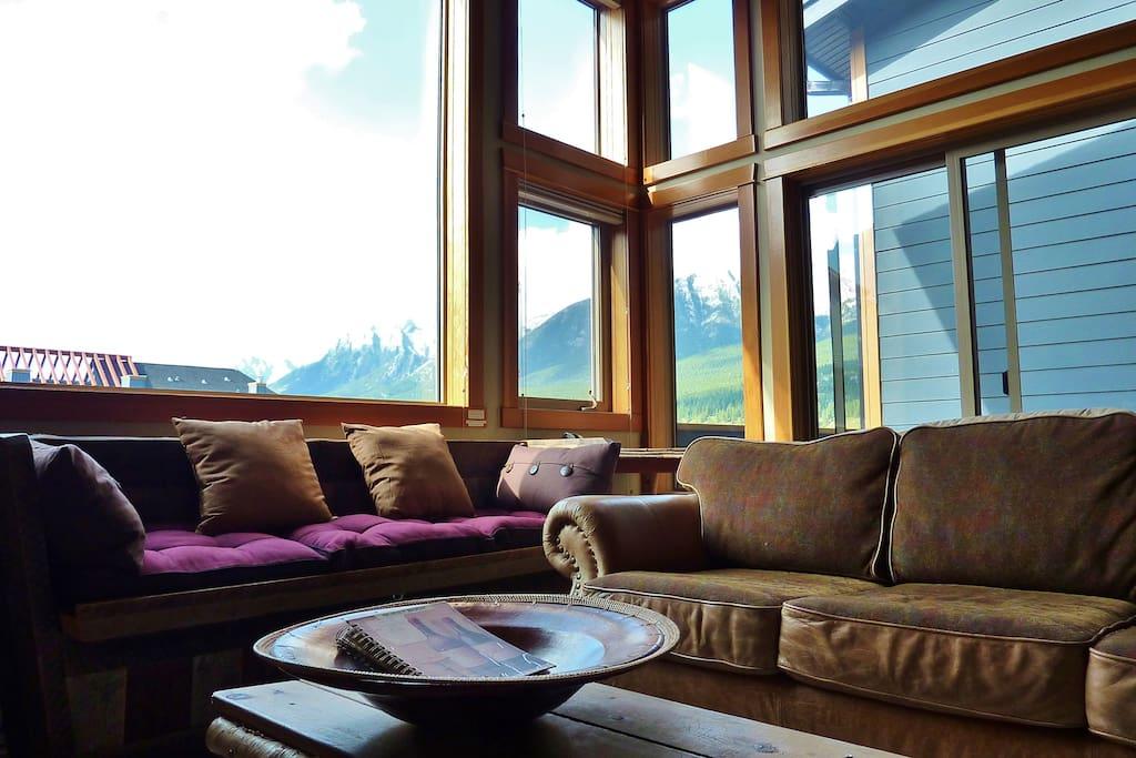 CONDO #1: Nailhead leather sofa, barnwood window bench and massive views!