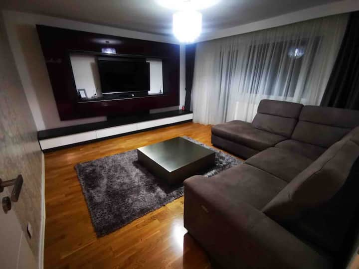 Luxury apartment, 10 min taxi ride to city center