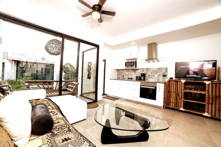 Love❤ Penthouse w/ Private Patio & Lounge Chairs