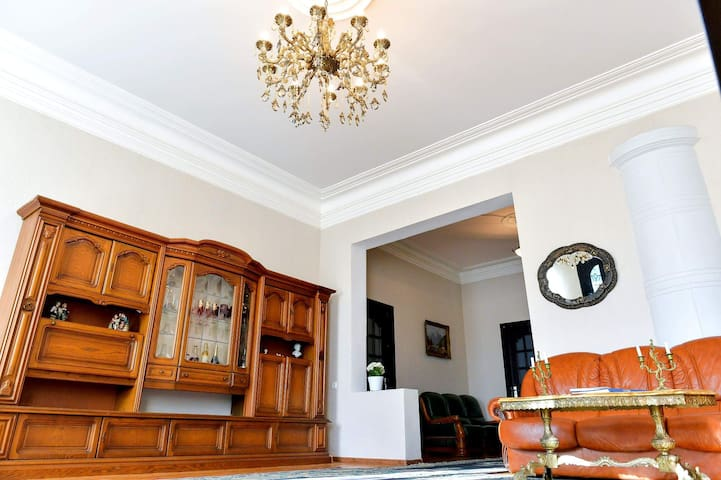 Orange House Guesthouse In Kutaisi