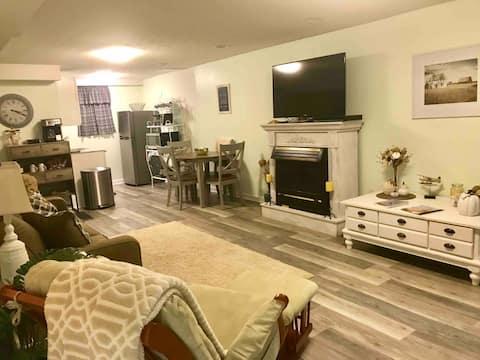 Cozy, Private - Basement Apartment w/ Kitchenette