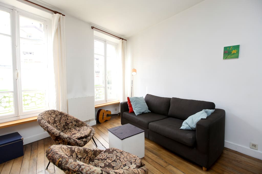 Le canapé se transforme en un lit deux places
