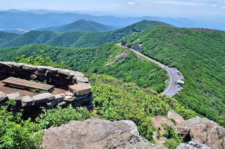 Enjoy this gorgeous 2BDR Mountain retreat for 6!