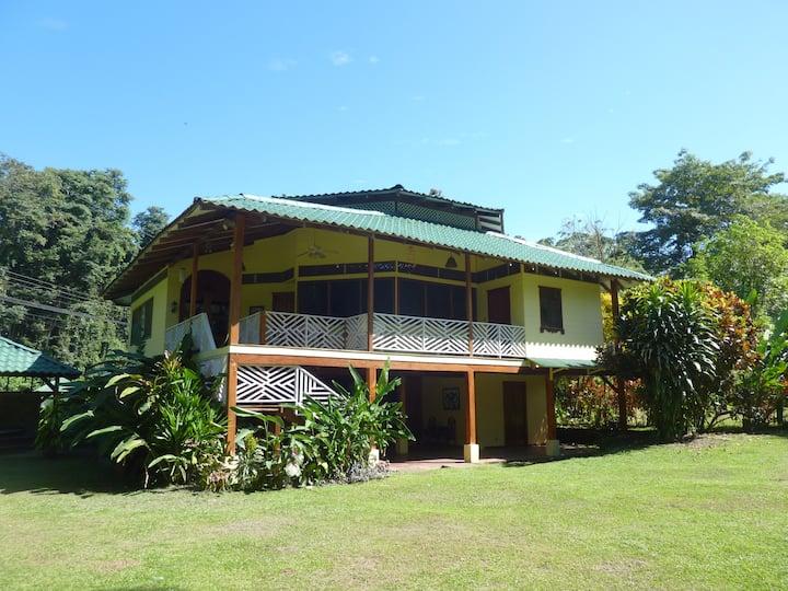 Yellow House - Villa Aurora