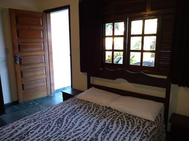Apartamento no térreo com varanda e piscina