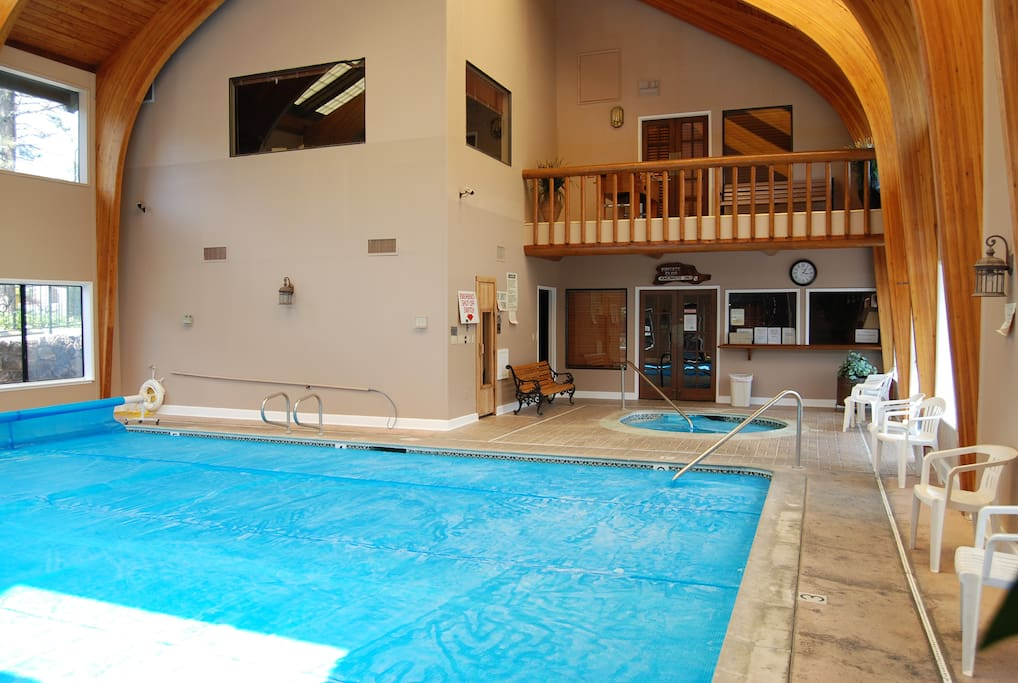 Pool house, Jaccuzzi and Sauna