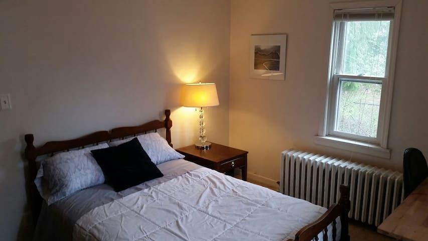 Private Bedroom near IMA & Butler University
