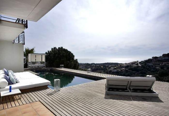 Modern villa to rent near beach - Urb Vistamar Sant Cebrià de Vallalta  - Villa