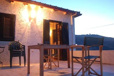 Romantisches Haus mit Meeresblick  - Kerynia - Dom