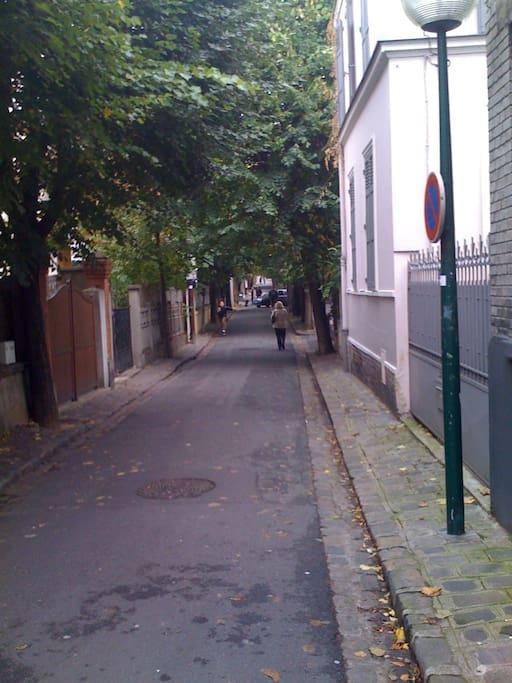 Entrée dans la villa du Pré: Rues arborées, et voie sans issue