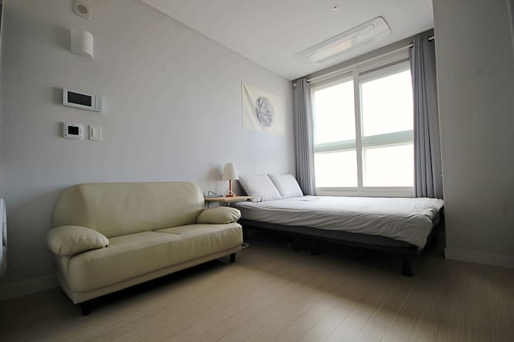 #1 COZY HOUSE, 깨끗하고 아늑한 집/터미널 1분 거리/출장/휴가