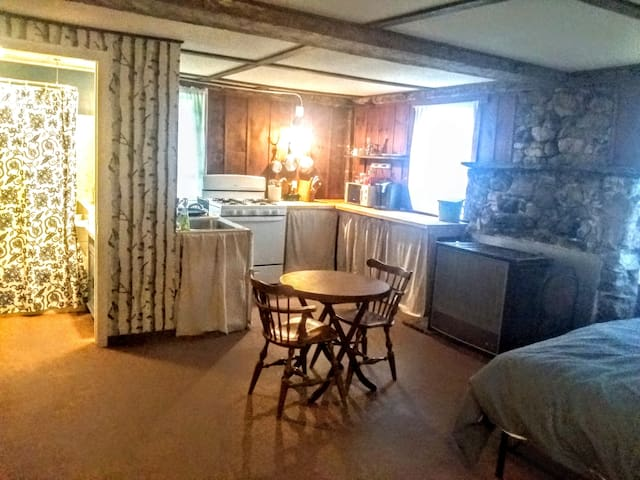 Sweet Studio Apt on Small Farm in Southern Vermont