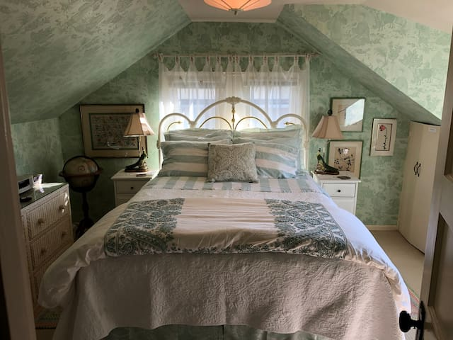 Victorian attic suite in the trees