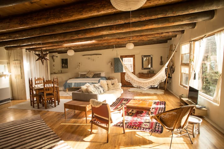 *Casita Benitez* A Taos Boho Retreat