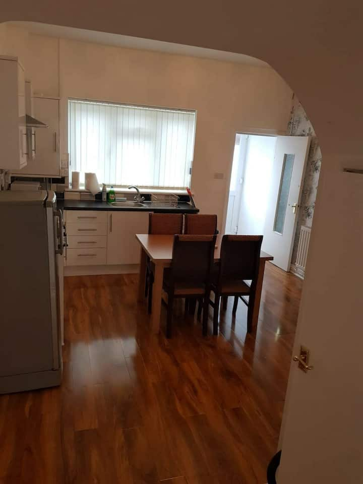 Stunning 2 Bed House. Clean, Secure & Comfortable