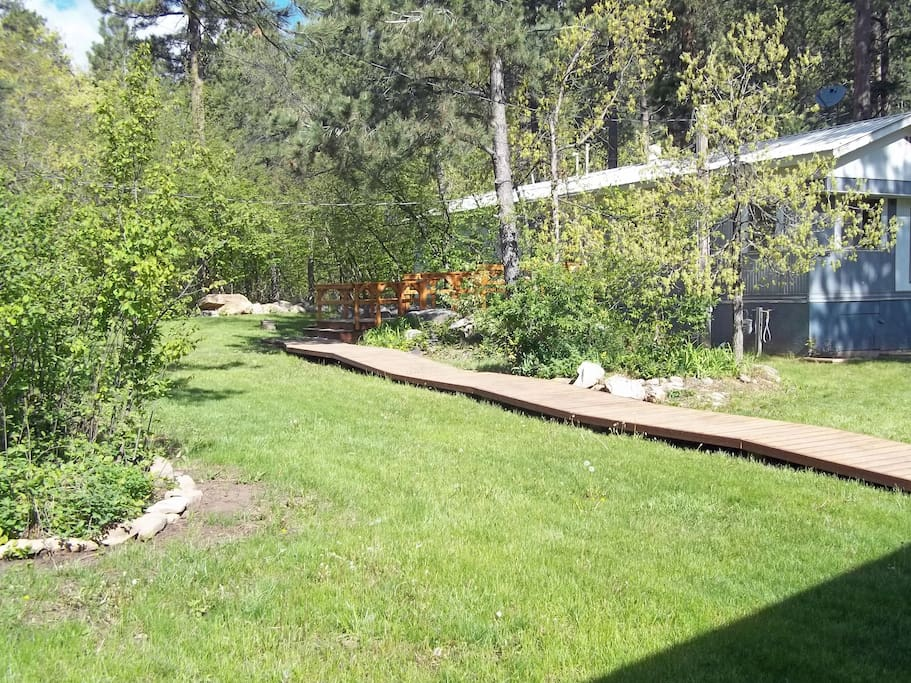4000 sq ft fenced front yard.