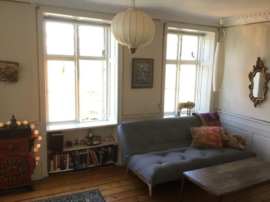 Corner living/dining room