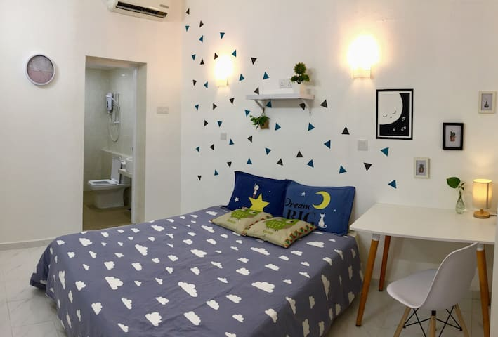 Bright Room @Ground Floor with Private Bath