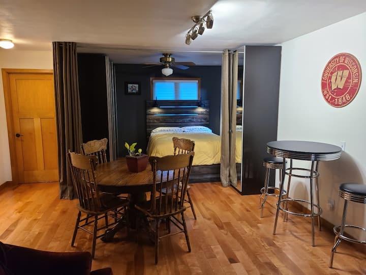 Kitchen Studio Guest Suite w/private outdoor deck