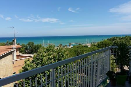 Attico vista Mare - Confort&Relax a 50mt dal mare