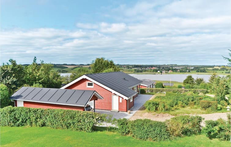 Holiday cottage with 2 bedrooms on 100 m² in Løgstrup