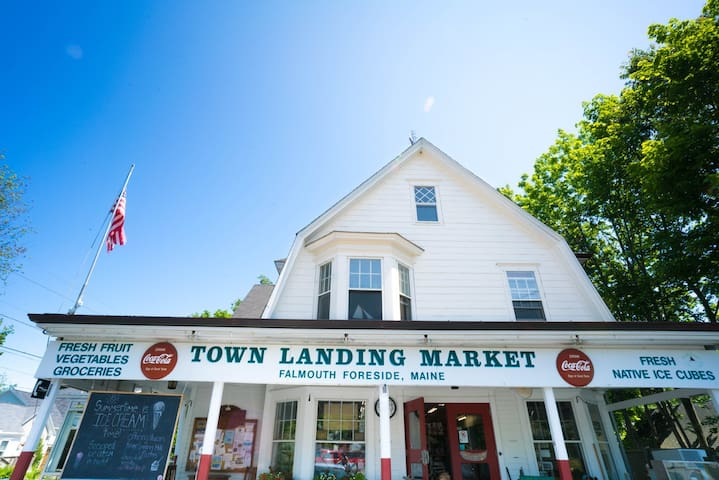 The Casco Bay Town Landing Guesthouse