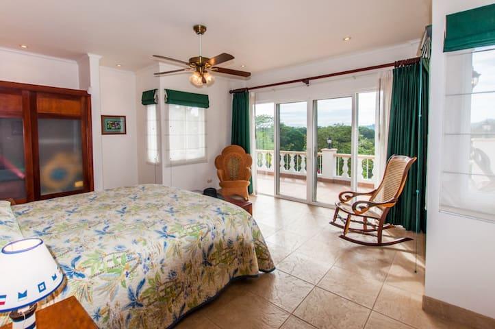 Bedroom 3 - King Suite (lower)