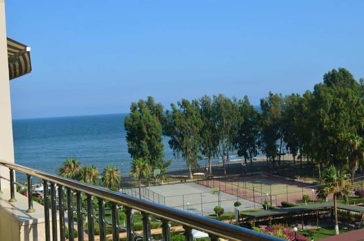 Ruime appartement met heerlijk uitzicht vd zee