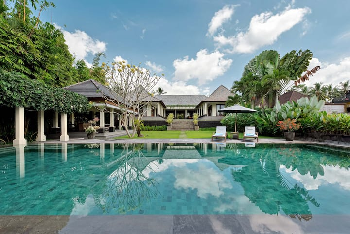 ☆ Huge & Gorgeous 4 BR Villa in Ubud with staff ☆