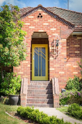 The Yellow Door Guesthouse - Bathurst