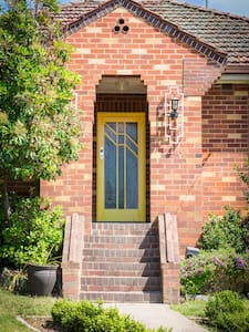 The Yellow Door Guesthouse - Bathurst - House