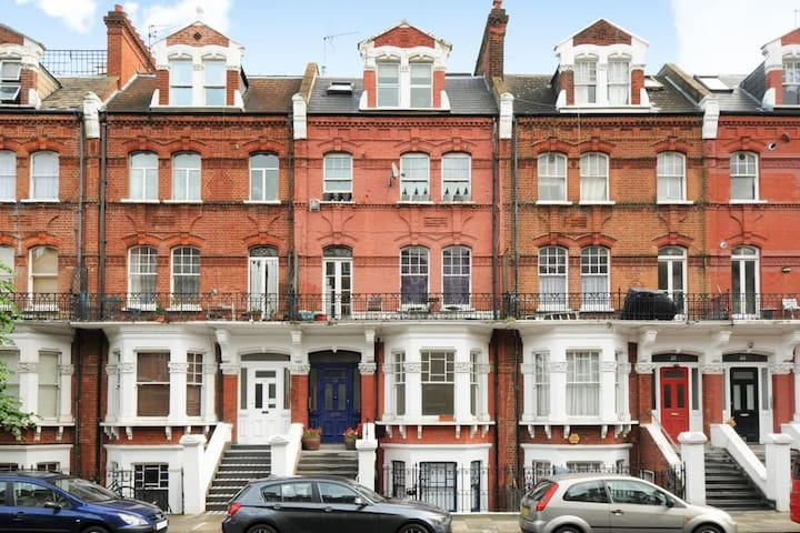 Luxury Fully Renovated Apartment in Kensington - Londyn