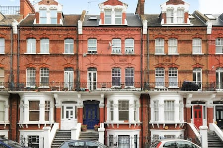 Luxury Fully Renovated Apartment in Kensington - London - Lejlighed