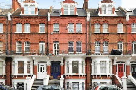 Luxury Fully Renovated Apartment in Kensington - London - Apartment