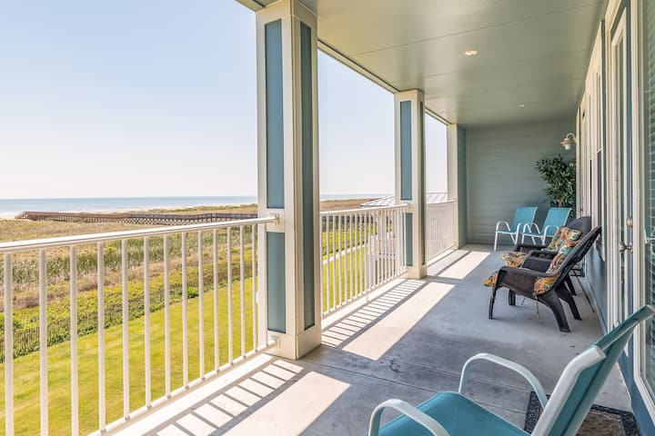 Oceanfront condo w/ gorgeous views, shared pool & hot tub - dogs ok!