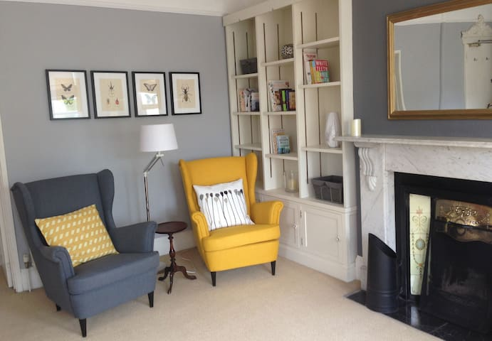 2 Bedroom apartment with garden and views of Bath