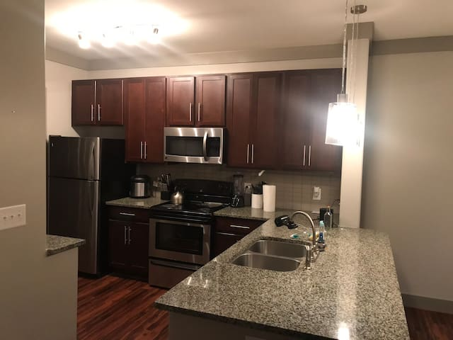 Beautiful Apartment safe, clean, close to Avalon