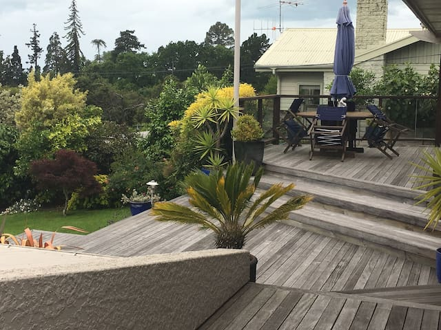 Spacious contemporary home,great views - Nelson